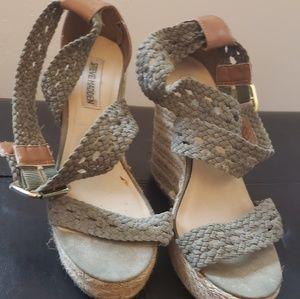 2f57660788d Steve Madden olive green platform sandals size 9
